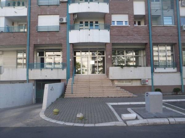 Poslovni prostor - 80m² - Novi Bgd(arena) Bulevar Arsenija Čarnojevića
