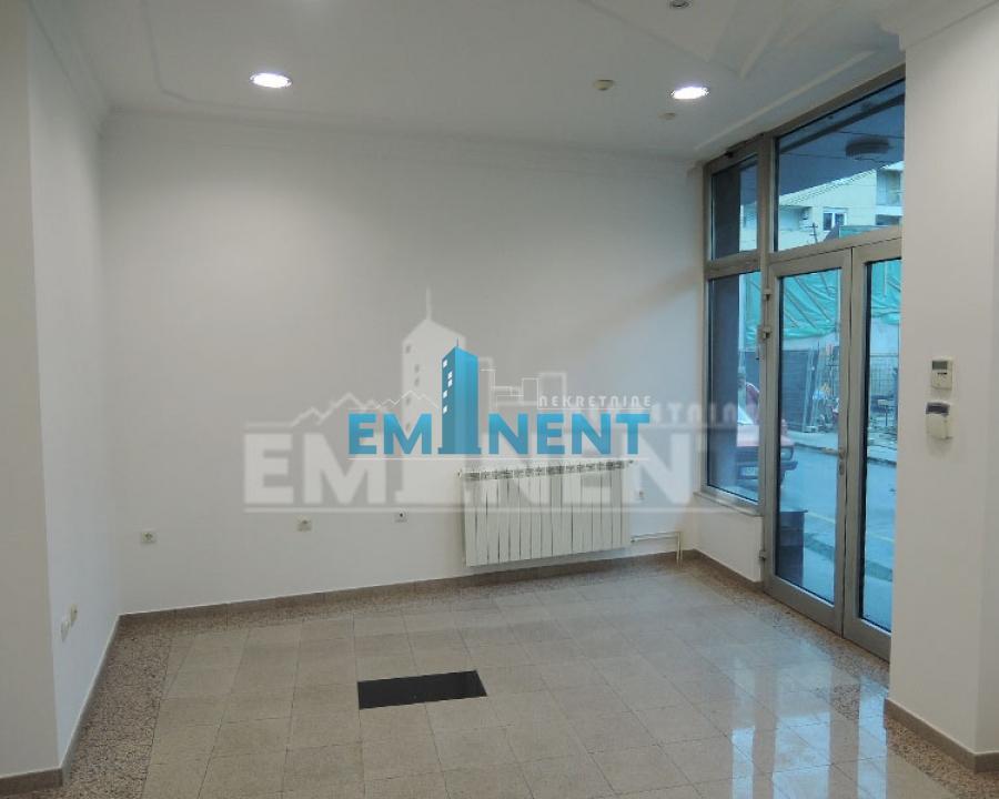 Poslovni prostor 40m² Hram Stojana Protića