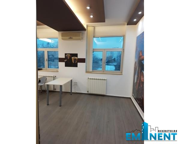 Poslovni prostor 408m² Altina Tošin Bunar