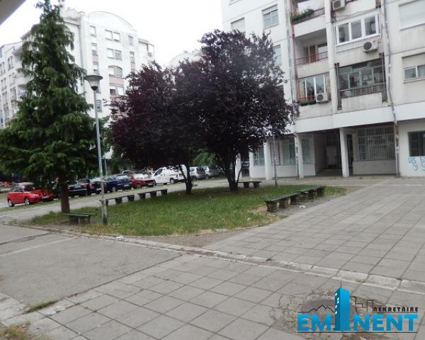 Poslovni prostor 246m² Čukarička Padina Strugarska