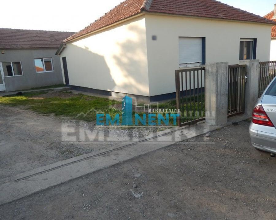 Kuća 402m² Nova Pazova